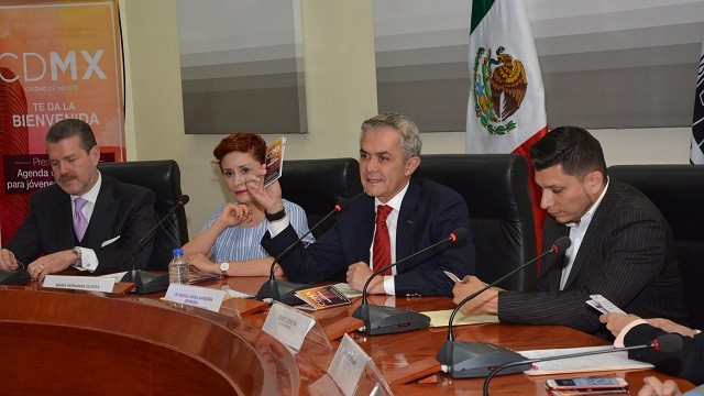 310717 FOTO-AGENDA DE SERVICIOS PARA JÓVENES BINACIONALES (10).jpg